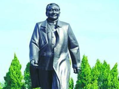 莲花山邓小平像